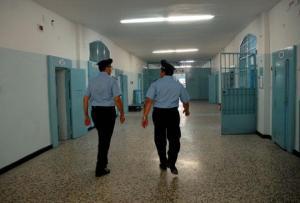 modica_carcere_arrestati_agenti